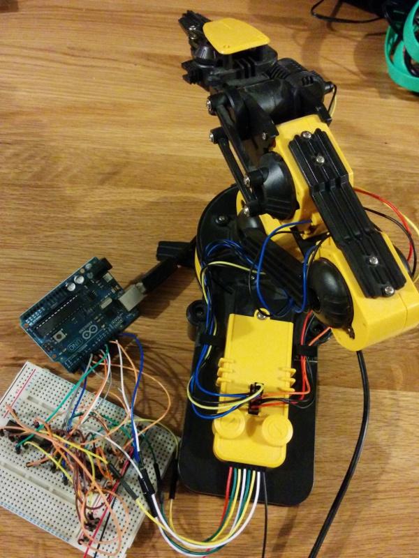 Robot arm connected to Arduino via breadboard